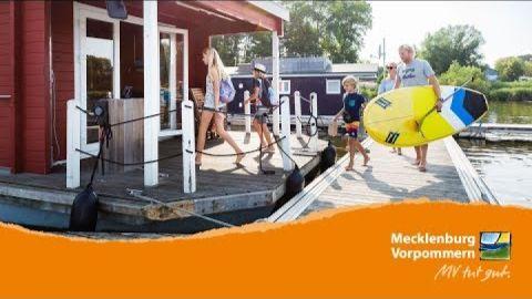 Embedded thumbnail for Familienurlaub auf dem Bungalowboot